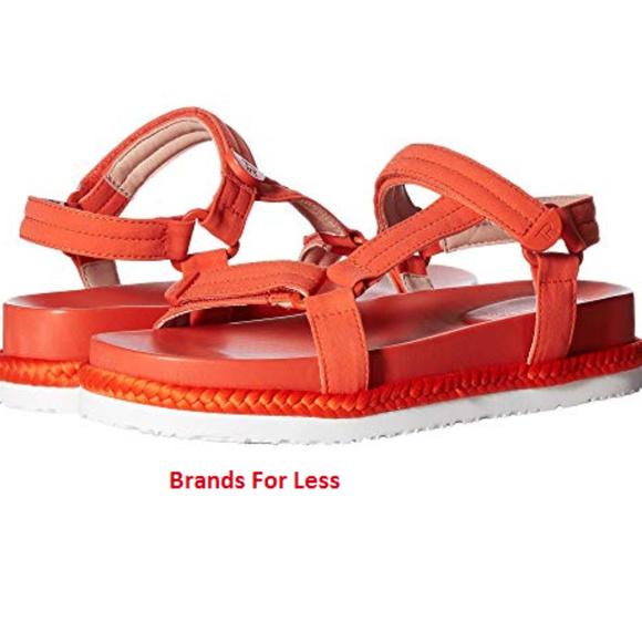 Taryn Rose Womens Lydia Lux Stretch Flat Sandal